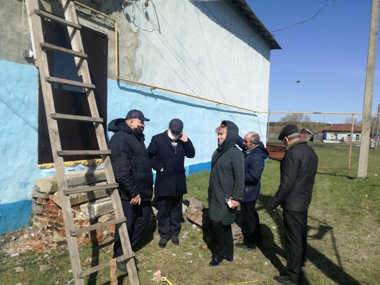 Продолжаются ремонтные работы в доме культуры села 1-я Берёзовка Петровского района