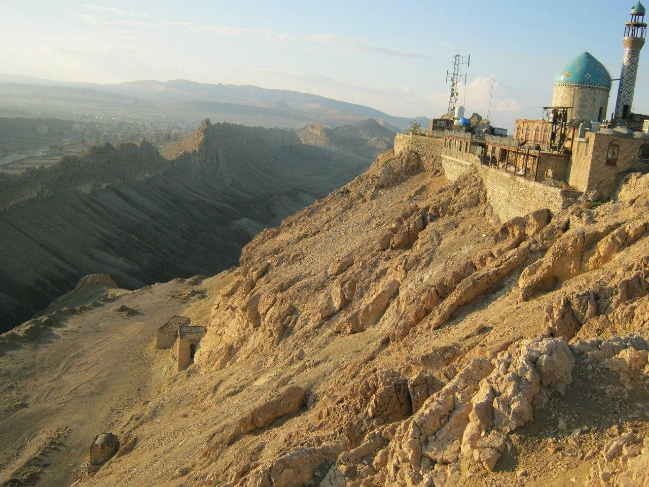 На южной окраине Кума - мечеть Пророка Хезра