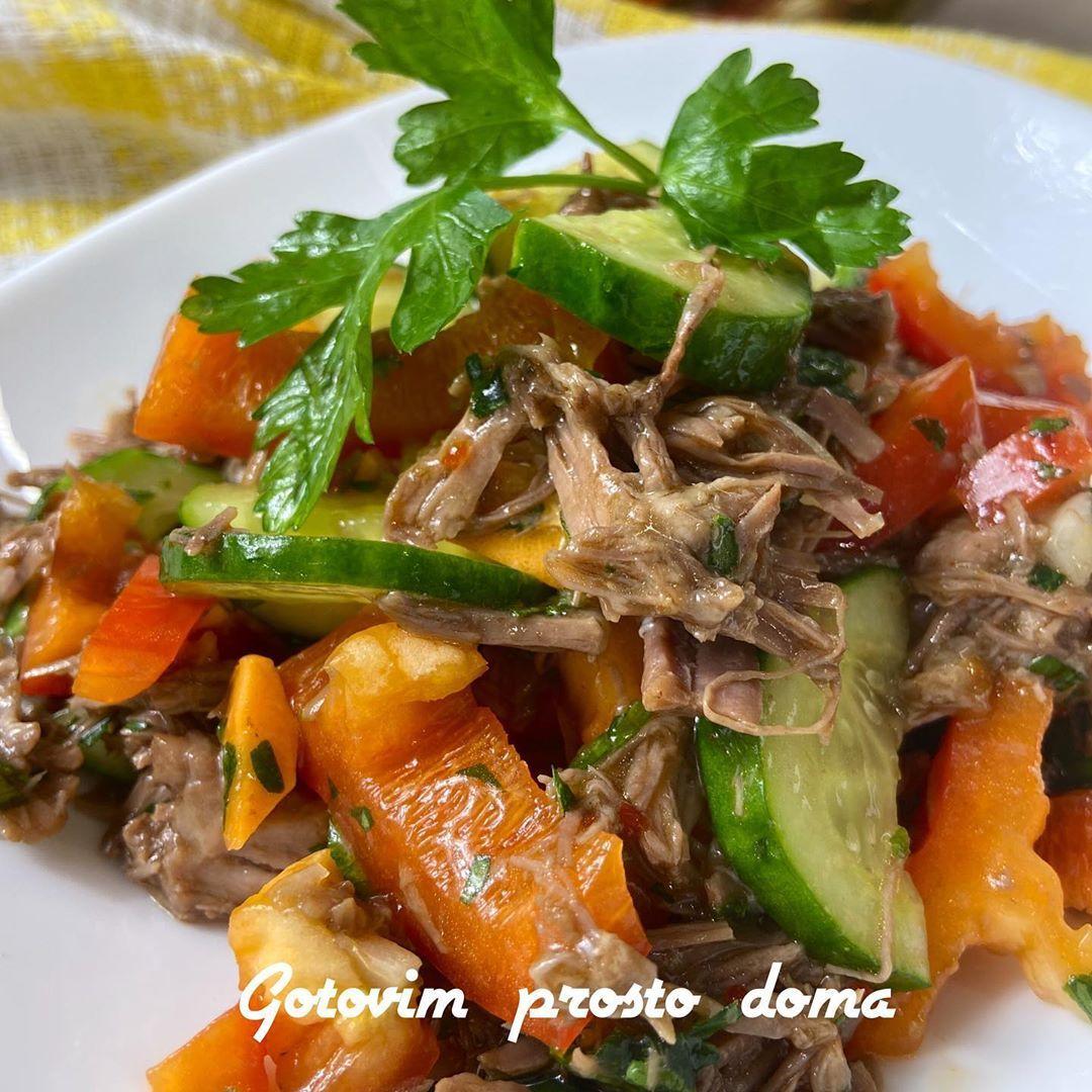 Сочный салат с говядиной в азиатском стиле