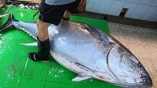 600 lb Giant Bluefin Tuna cutting for Sashimi - Taiwanese street food