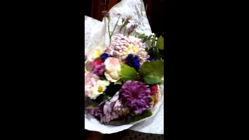 Букет Хризантемы розы дикая малина