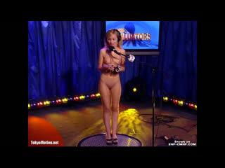 """CMNF-видео  """"максимально неподкупные"""" мужчины оценивают голых девушек на телешоу"""