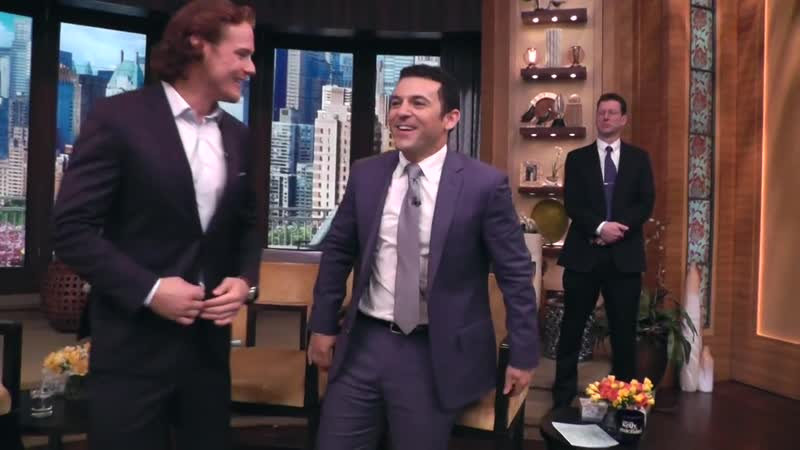 Kelly and guest co host Fred Savage get down on the floor for an impromptu photo session with Outlander's Sam Heughan