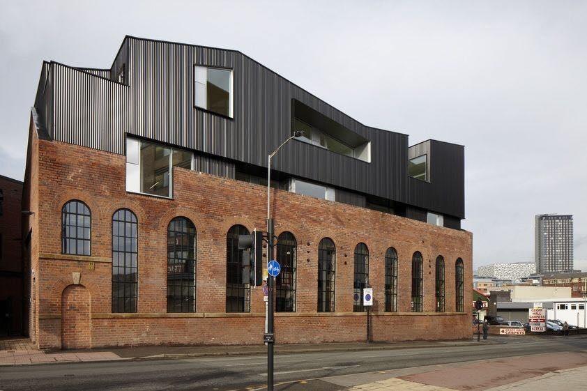 Шорхэм-стрит это викторианское промышленное кирпичное здание, расположенное в зоне сохранения культурного наследия на окраине Шеффилда.