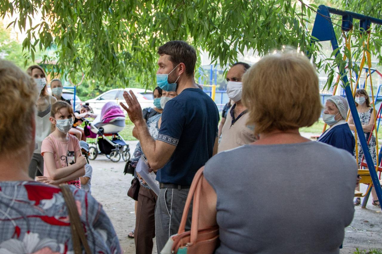 Встретился с жителями дома по улице Старых