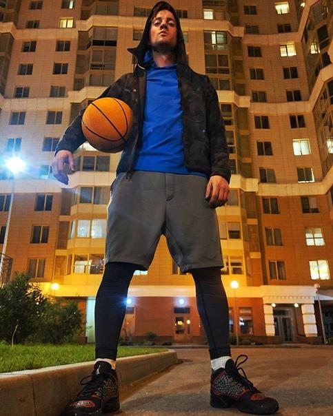 Александр Соколовский: Под гнётом свинцового купола  В центре бесцветного урбана 🏀
