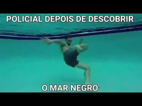 Policial depois de descobrir o mar negro