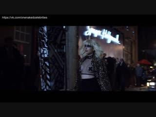 Эмма Робертс (Emma Roberts) голая в фильме Клуб миллиардеров (2018)