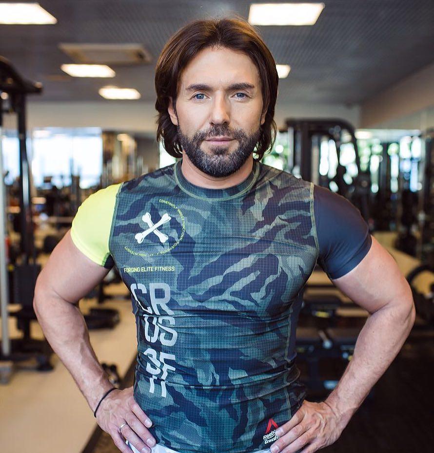 Андрей Малахов выглядит просто шикарно в свои 48 лет