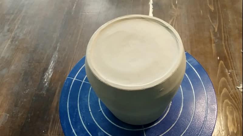 Первичная обработка после гончарного круга углубление дна и выравнивание стенок