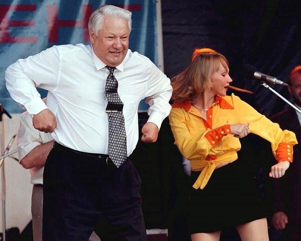 УДИВИТЕЛЬНЫЕ СОБЫТИЯ В ИСТОРИИ 1. В 1995 году Борис Ельцин приехал с официальным визитом в Вашингтон на встречу с Биллом Клинтоном. Поздно вечером охранник Секретной службы США обнаружил пьяного