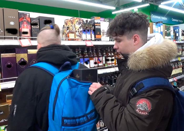 """Подростки """"на живца"""" проверили бдительность охраны курских магазинов"""