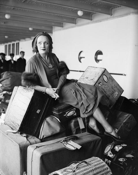 Фото Марлен Дитрих с её скромным багажом
