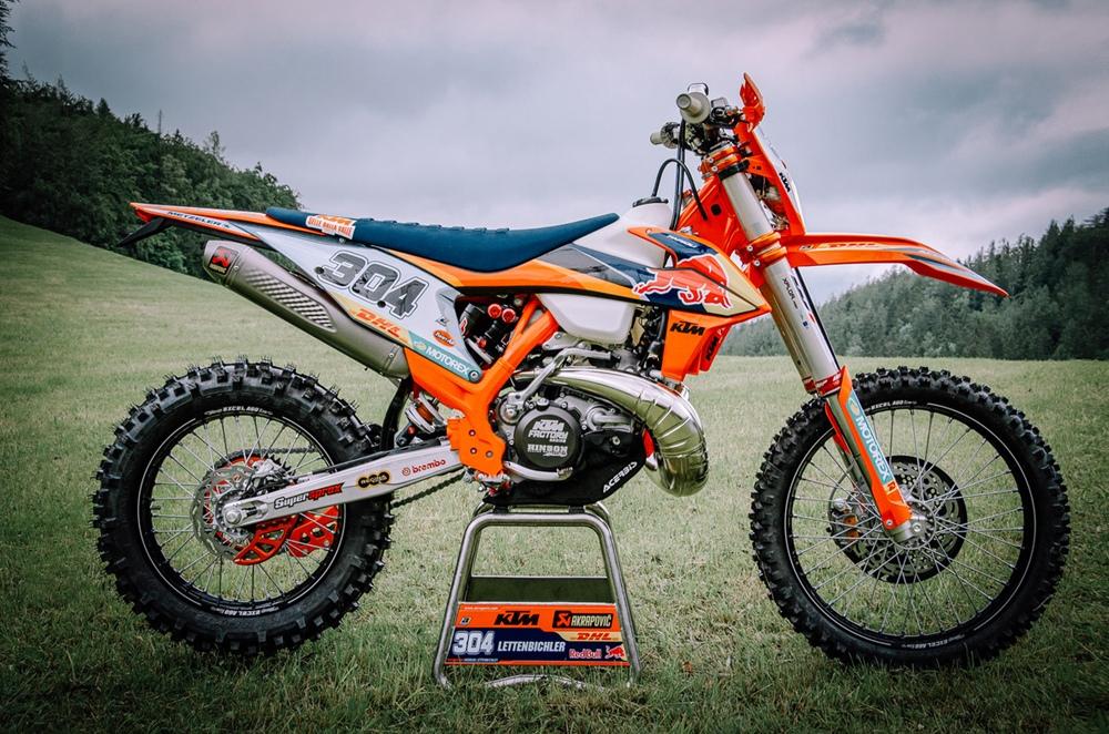 Фотографии гоночных мотоциклов KTM и Husqvarna для WESS 2020