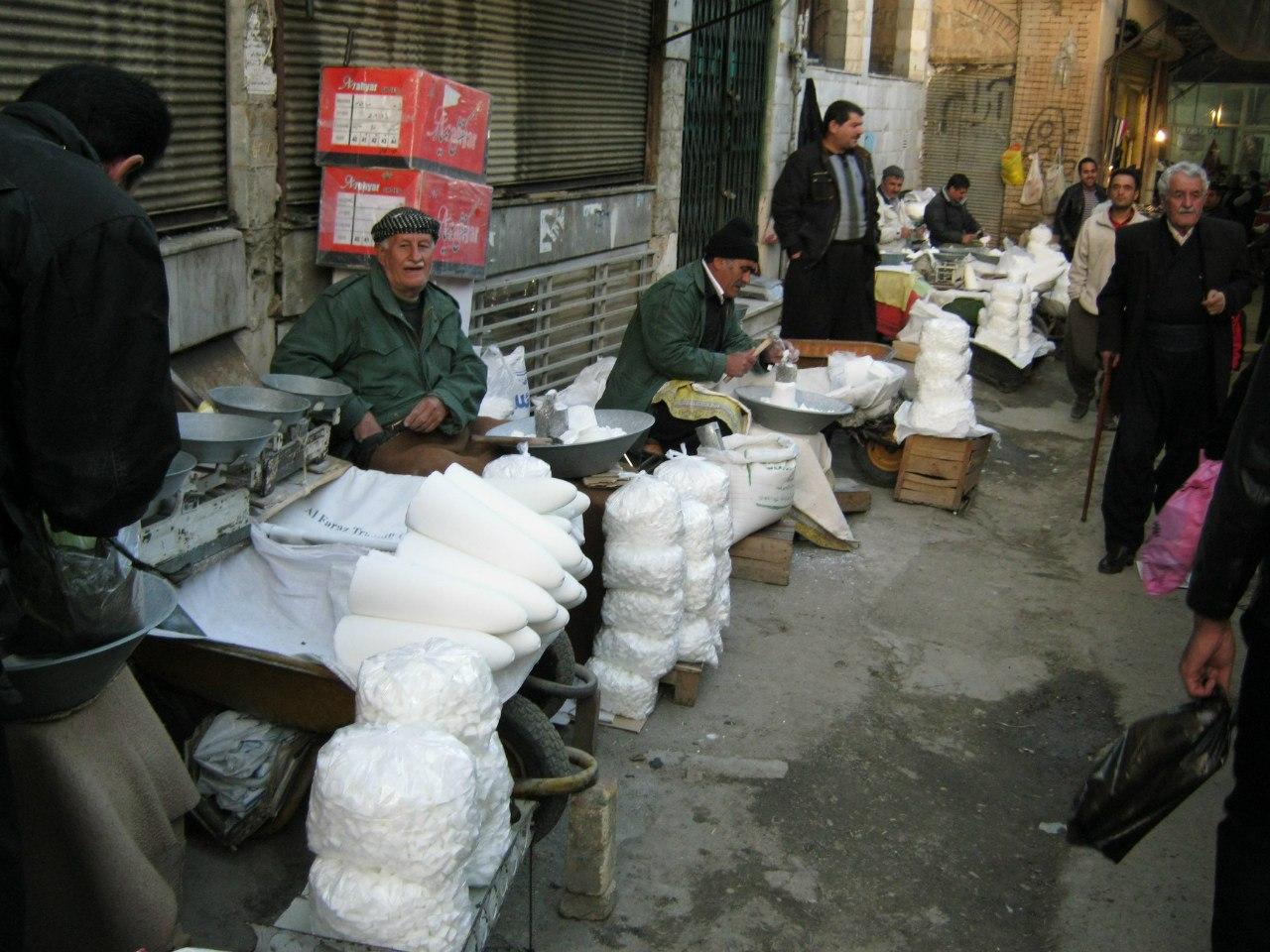 На базаре в городе Санандаж