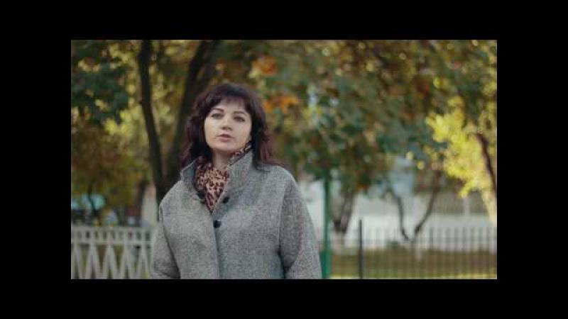 Ліна Костенко Старесенька іде по тій дорозі