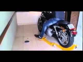 Устройство для парковки мотоцикла