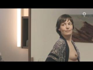 Nicolette Le Faye  nackt
