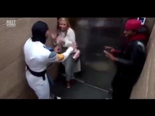 Мортал Комбат в лифте