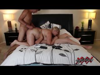 Beautiful blonde bbw and friend share a hard порно bbw pawg big ass chubby curvy попки