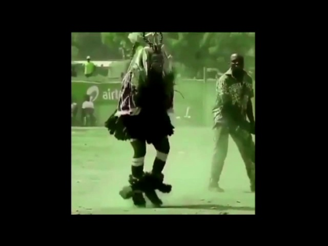 шаман танцует под завораживающий ритм супертанец и это нечто