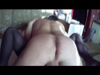 Видео Помог товарищу оттрахать его жену и все вместе кончили - русское порно онлайн.mp4