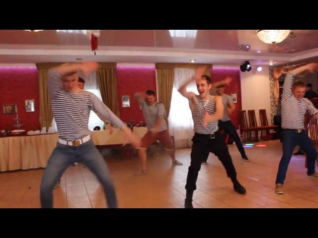 Наш ответ лезгинке Русские парни зажигают на свадьбе! Our answer lezginka