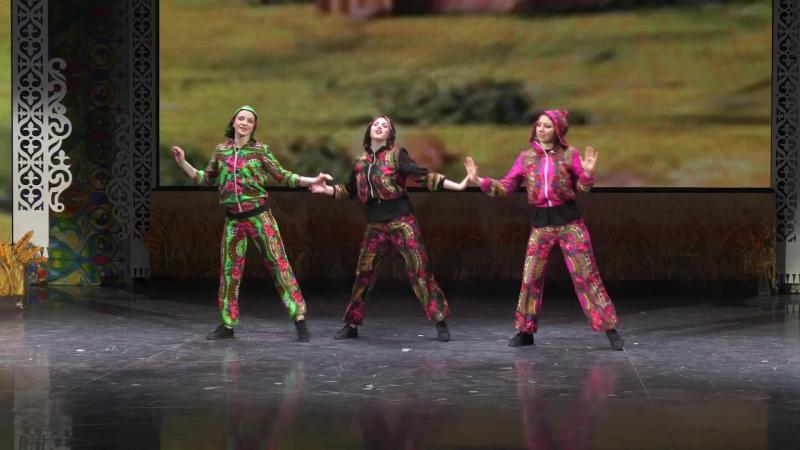 Хорошие девчата танцуют классный брекданс