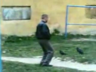 Пацан залип, а мусора его спугнули)))))