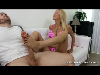 Alexis fawx  caught smelling stepmom's stockings 23-05-2016