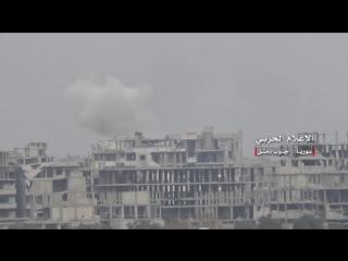 Сирийская армия демонстрирует захваченные позиции боевиков Исламского государства в районе Кадам, где вчера шли ожесточенные бои