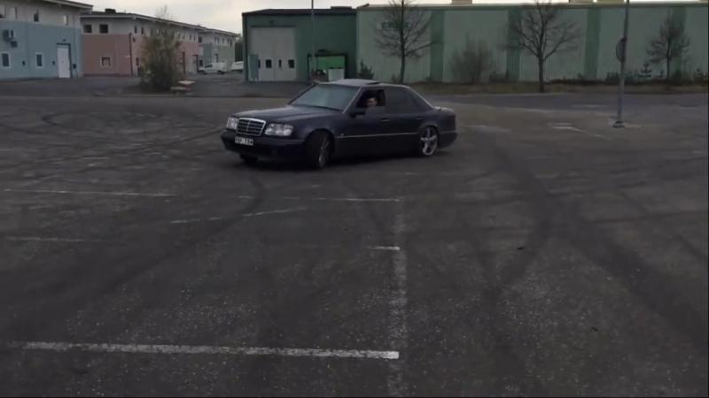 Mercedes-Benz E500 w124 Волчок (1).mp4