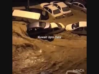 Мощный ливневый паводок в 20 километрах южнее Эль-Кувейта (Кувейт, 9 ноября 2018)