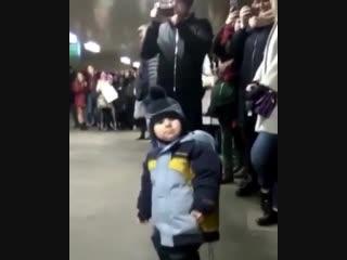 Трогательное видео с московскими скрипачами