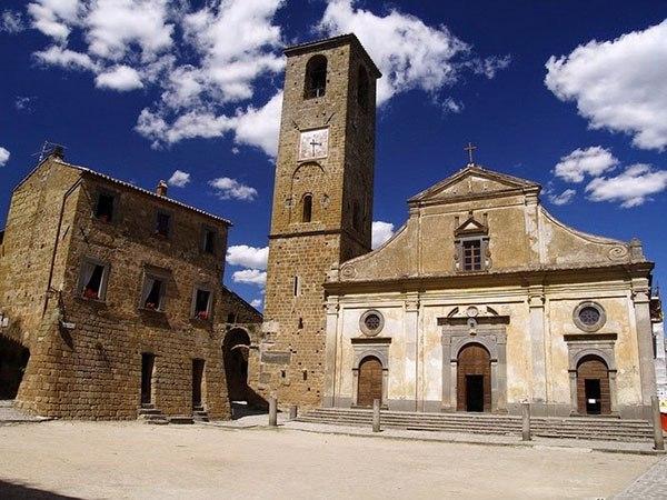 Чивита ди Баньореджо - мертвый город в Италии., изображение №2