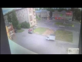 Пьяный петербуржец отомстил обидчикам, протаранив их на машине