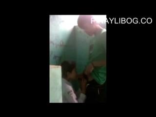 Студенты занимаются сексом в школьном туалете _ Малолетка сосет _ Школьница трах