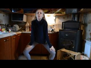 видео девушка в колготках скачать