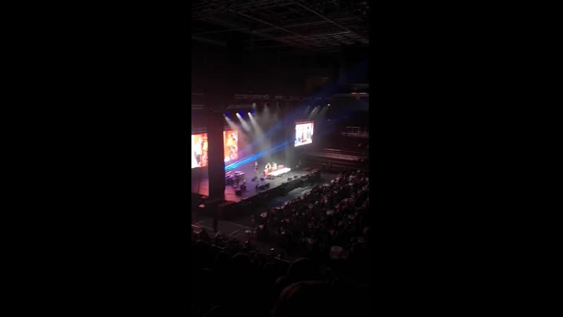 Прожектор Перис Хилтон Сибур Арена 22 12 2019
