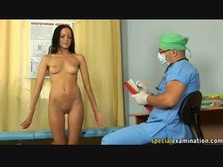 Медицинский ENF, CMNF  красивой девушке приходиться раздеться в кабинете врача догола