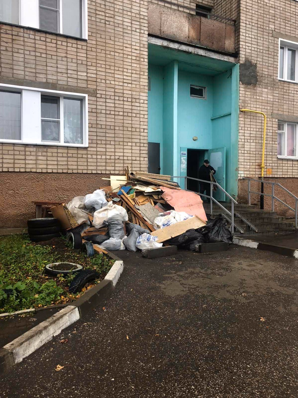 Улица Ердякова дом 16 чистка тех этажа
