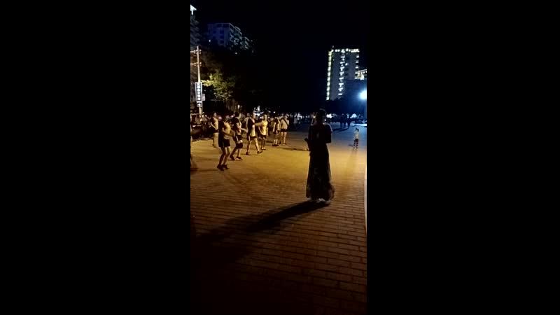 Танцы пожилых людей в Хай Нане