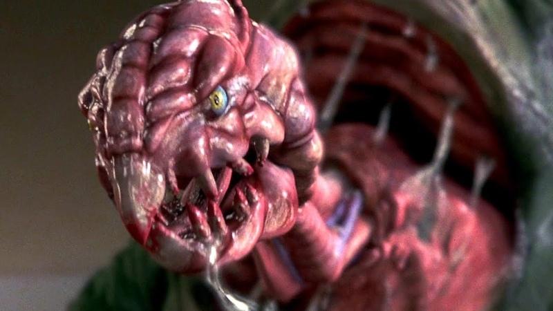 Глядите он еле дышит от страха. Эволюция (2001) год.