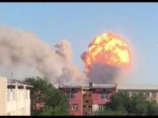 КАЗАХСТАН Мощные взрывы на военном арсенале KAZAKHSTAN Powerful explosions at the military arsenal
