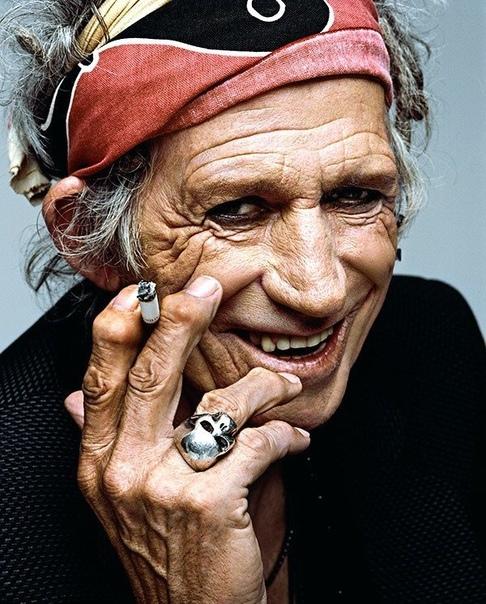Кит Ричардсбританскийгитаристи автор песен группыThe Rolling Stonesвместе сМиком Джаггером Авторитетный американский журналRolling Stoneпоместил его на 4-е место в списке «100