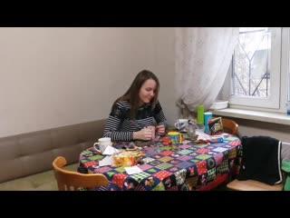 Алина Казакова (город Коломна, 18 лет) играет на гитаре, барабанах, поёт.