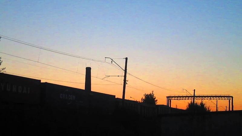 Электровоз ВЛ10-1774 с товарным поездом. Красивый закат, станция Бекасово-сортировочное