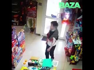 Школьник, ворвавшийся с пистолетом в магазин игрушек, делал это не в первый раз