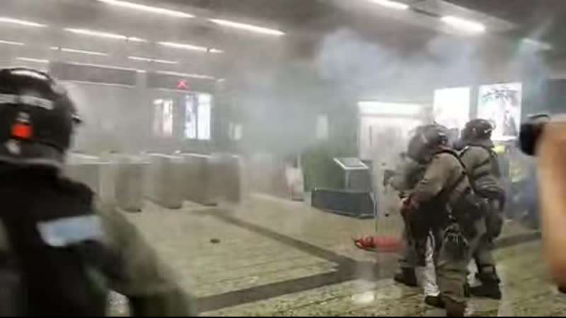 Hong Kong Police fired the tear gas directly to the protesters at the train station In Kwai Fong