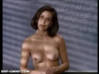 представляет учительницу голой